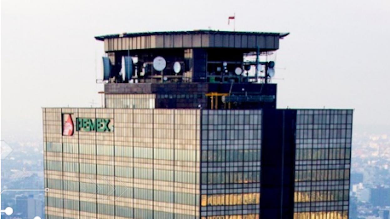 Suspenden a ocho servidores públicos de Pemex vinculados al robo de hidrocarburo