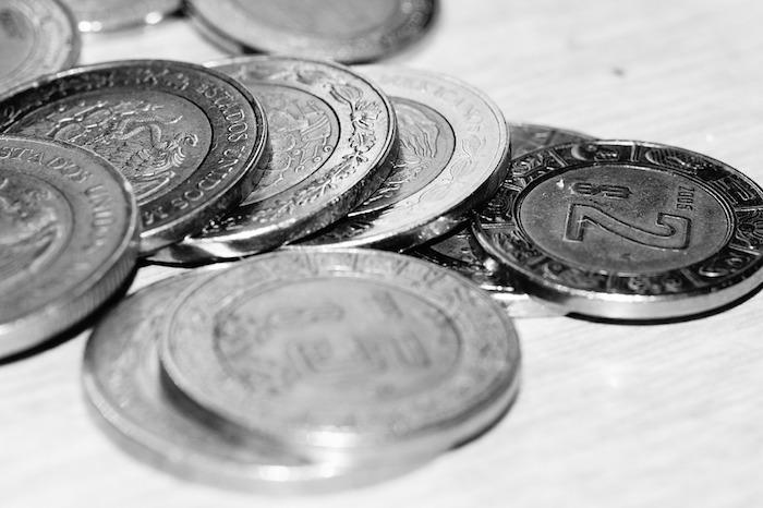 Dólar alcanza 18.76 pesos a la venta en bancos capitalinos